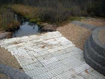 Универсальные гибкие защитные бетонные маты на мостовых переходах